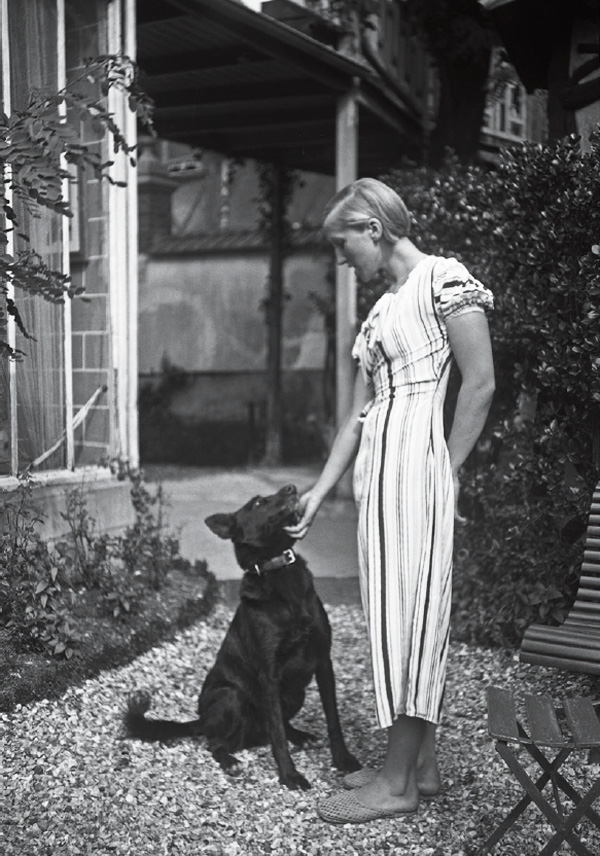 Marie-Therese-Walter-with-dog_Alfortville_France_c1930